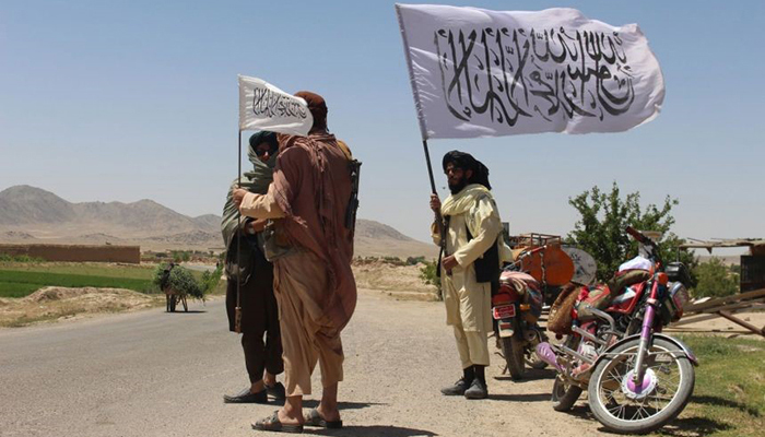 طالبان بخشهای از غور را تحت کنترل دارند و به گفتهی اعضای مجلس نمایندگان، اکمالات نیروهای دولتی نیز با دشواری انجام میشود. EPA-EFE