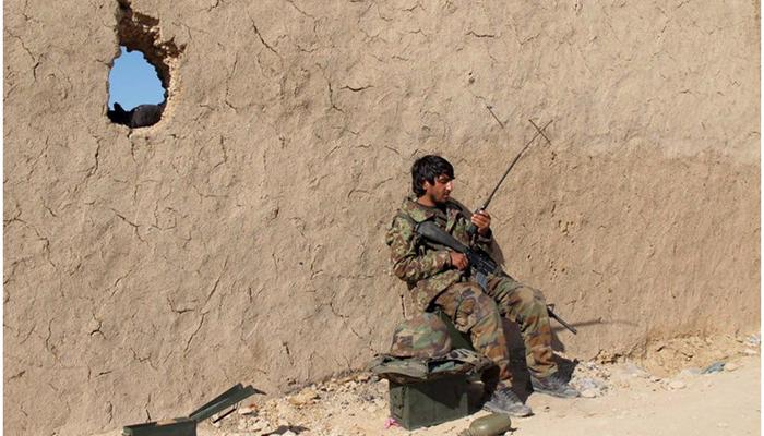 کرامالدین رضازاده، نماینده مردم غور در پارلمان مدعی است که تنها مرکز ولسوالیها بهدست حکومت است و در فاصلههای پنج کیلومتری مرکز ولسوالیها طالبان حضور دارند.