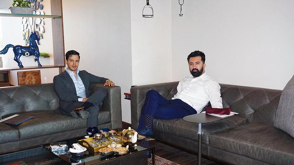 سلطان غنی در ملاقات با مصطفی زمانی، صاحب شرکت DGCI (منبع: لینکدین سلطان غنی)