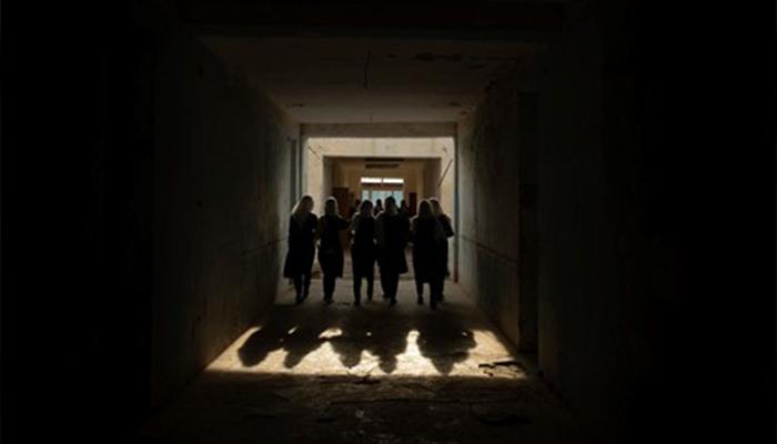 دانشآموزان دختر در مکتب مارشال دوستم در شبرغان، افغانستان، جاییکه بیش از دوهزار دختر از مناطق درزاب و قوشتپه در آنجا تحصیل میکنند. عکس از کیانا حایری/ نیویورک تایمز