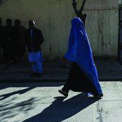 مشکلات زنان افغانستان تنها به طالبان ختم نمیشود