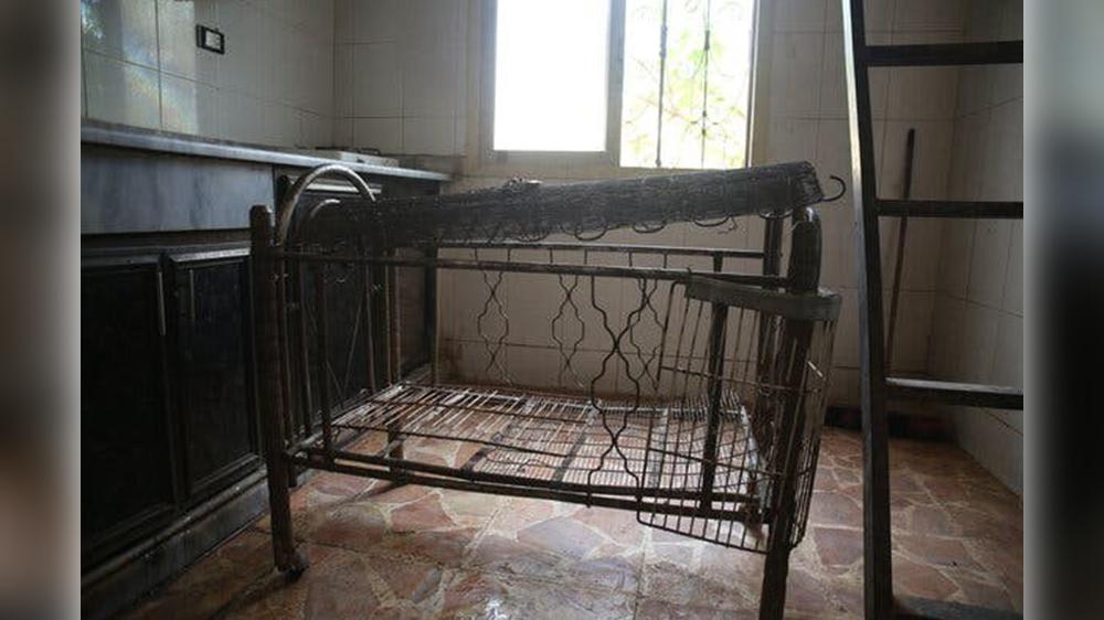 تخت نهله که پدرش آن را به یک قفس تبدیل کرده بود. عکس از: محمد نجدت هیج کادور