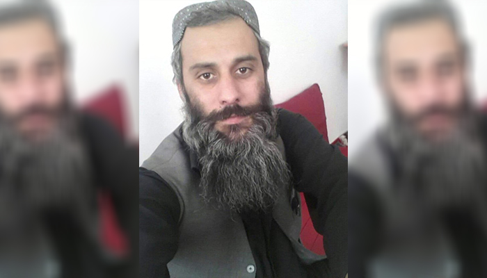 قسمتهای از موهای سر و ریش احمدشکیب بهدلیل سختیهای زندان سفید شده است. عکس: ارسالی به اطلاعات روز