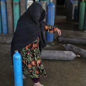 گلوی بیماران در پنجهی احتکارگران؛ بازار سیاه آکسیجن در کابل پررونق است