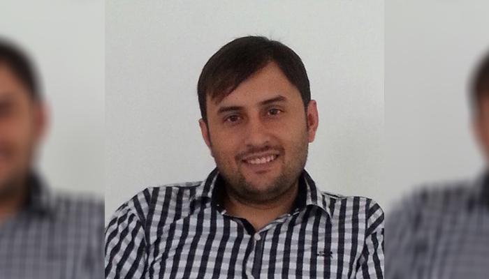 فردوس کاووش، مترجم و روزنامهنگار