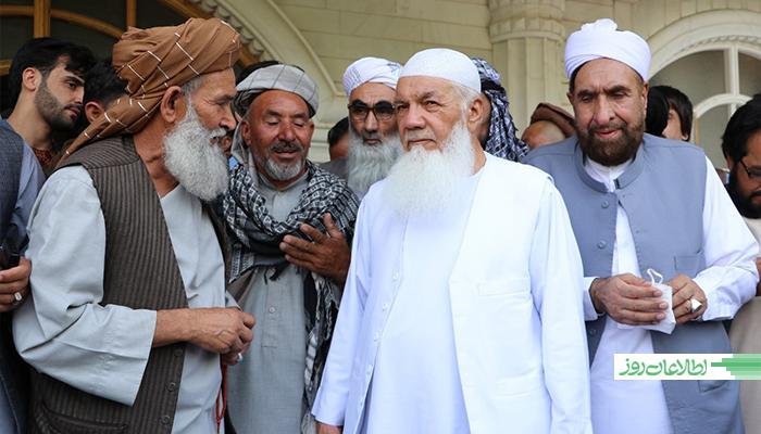محمداسماعیلخان یک قسمتی از نیروهای مردمی را در جنگ با طالبان رهبری میکند.